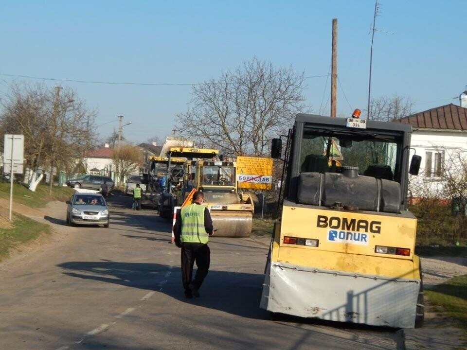 Ремонт дороги до Борислава: ремонтують ділянку у с. Попелі, фото-2, Фото - Роман Винар