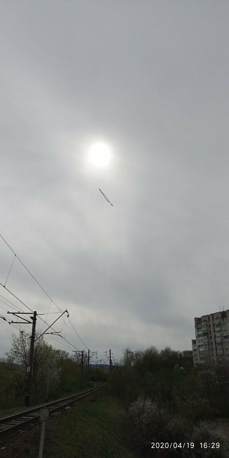 Великдень у Трускавці: над містом літала вервиця із надувних шарів. Фото, фото-2, 03247.com.ua