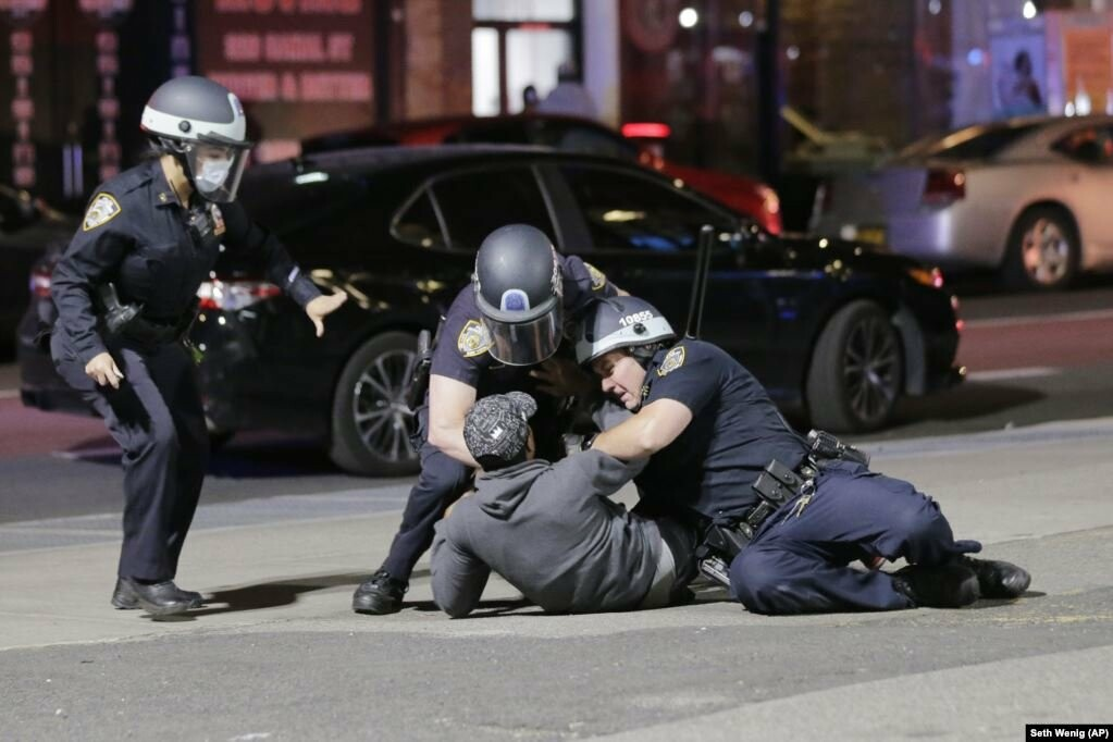 У США хвиля жорстоких протестів через смерть Джорджа Флойда (фотогалерея), фото-2