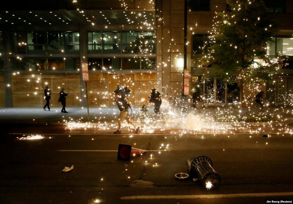 У США хвиля жорстоких протестів через смерть Джорджа Флойда (фотогалерея), фото-8