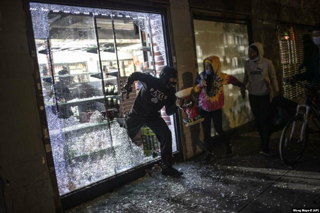 У США хвиля жорстоких протестів через смерть Джорджа Флойда (фотогалерея), фото-11