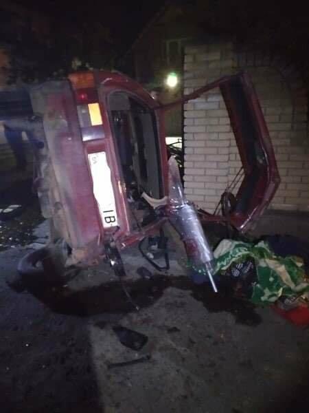 ДТП у Бориславі: водія та пасажира витягували з розтрощеного авто, фото-1