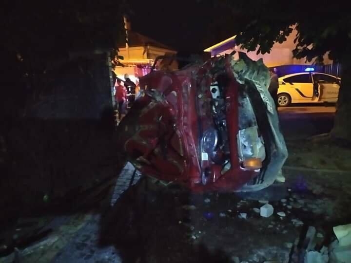 ДТП у Бориславі: водія та пасажира витягували з розтрощеного авто, фото-2