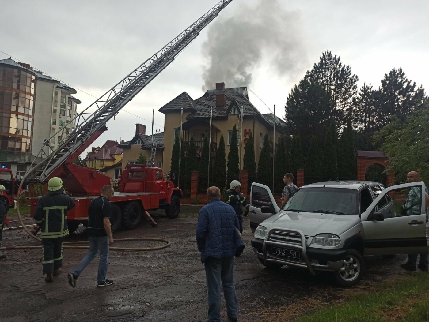 У Трускавці блискавка влучила в готель. На місці працюють пожежники (Відео, фото), фото-4, фото - 03247.com.ua