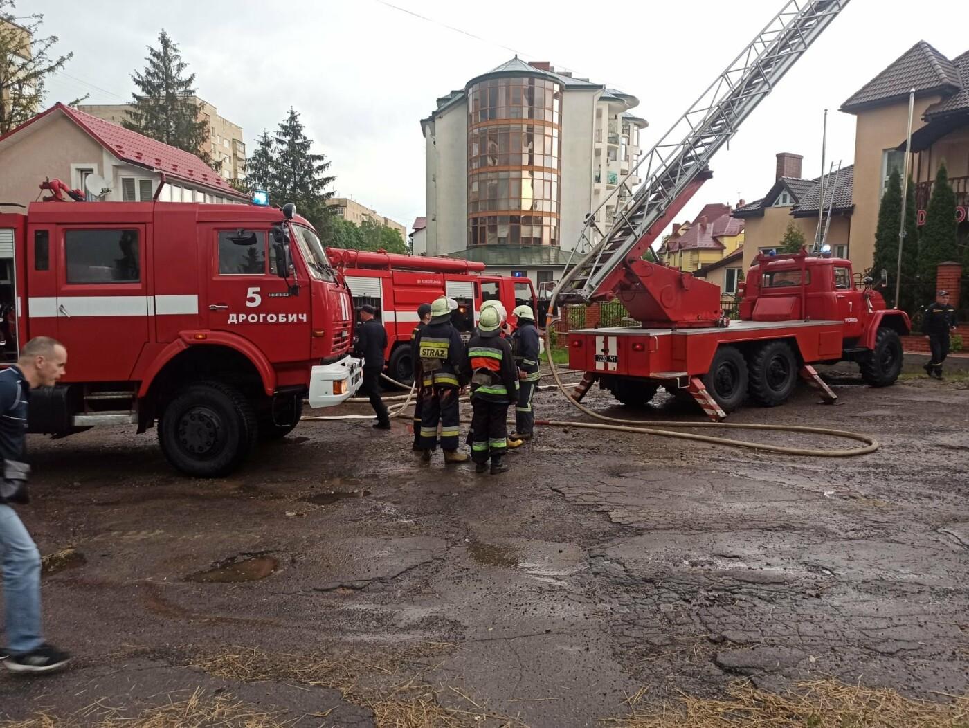 У Трускавці блискавка влучила в готель. На місці працюють пожежники (Відео, фото), фото-6, фото - 03247.com.ua