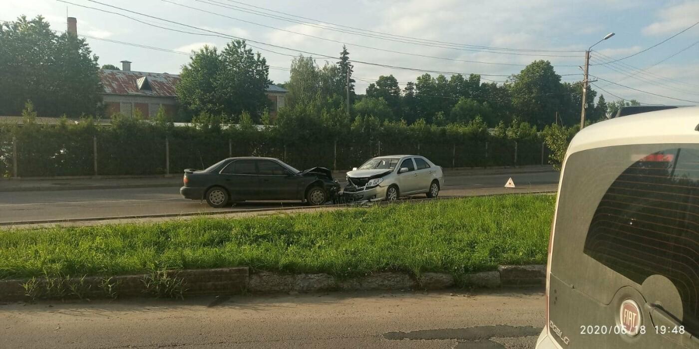ДТП у Трускавці: лоб в лоб зіткнулись два автомобілі (відео), фото-1