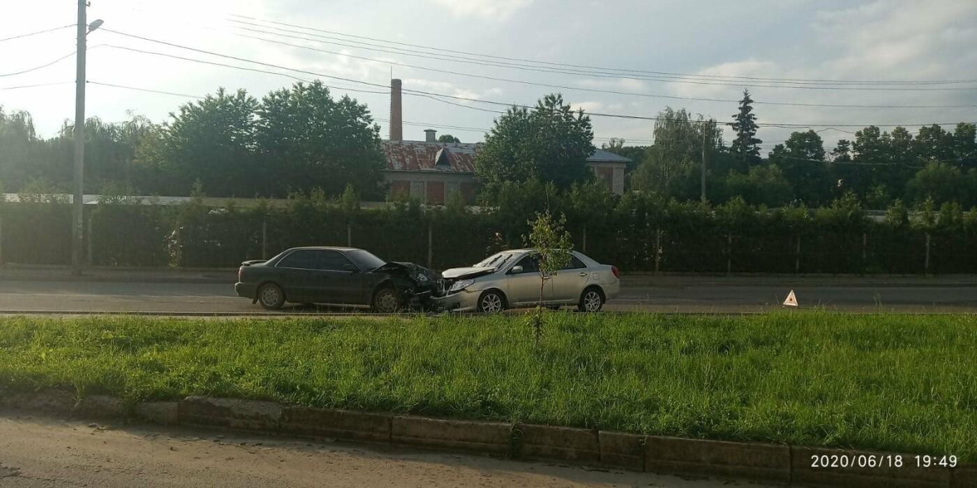ДТП у Трускавці: лоб в лоб зіткнулись два автомобілі (відео), фото-3