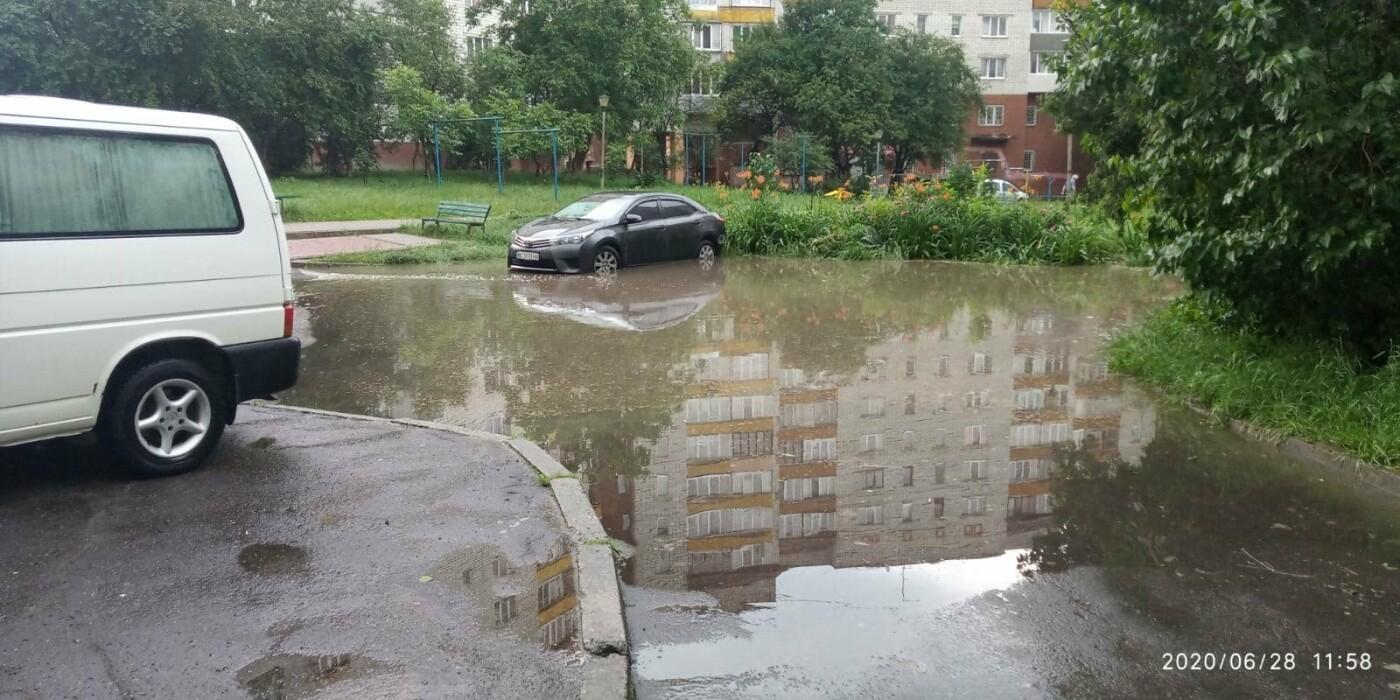 Раптова злива у Трускавці затопила під'їзди, фото-2