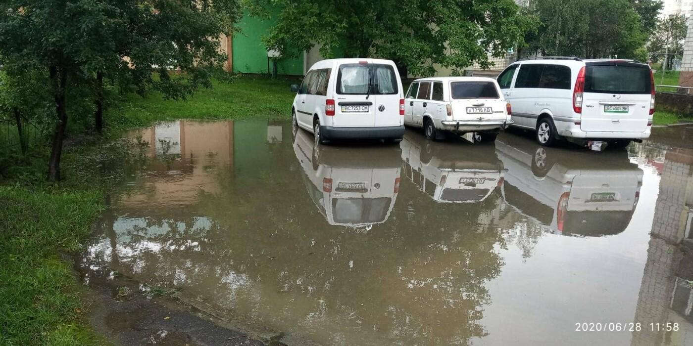 Раптова злива у Трускавці затопила під'їзди, фото-3