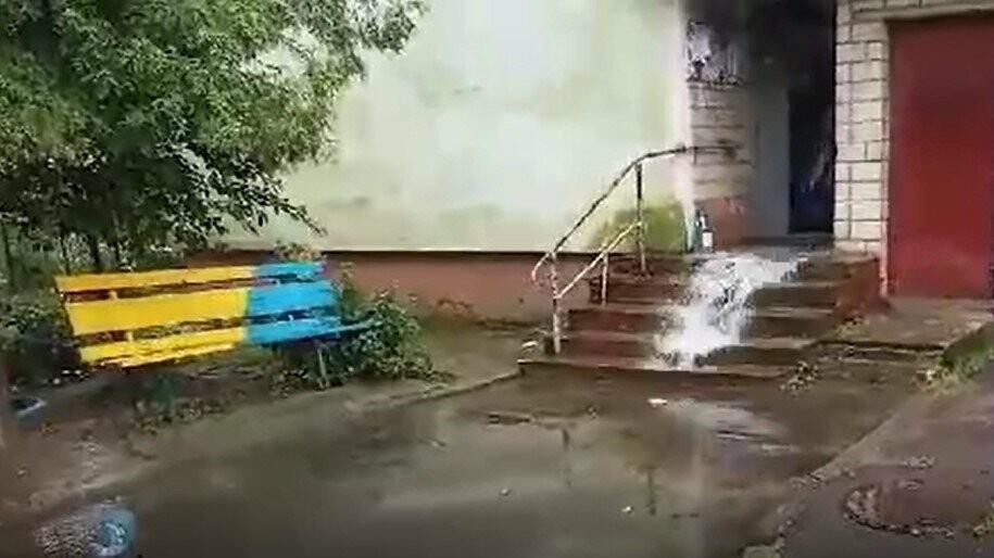 Раптова злива у Трускавці затопила під'їзди, фото-1
