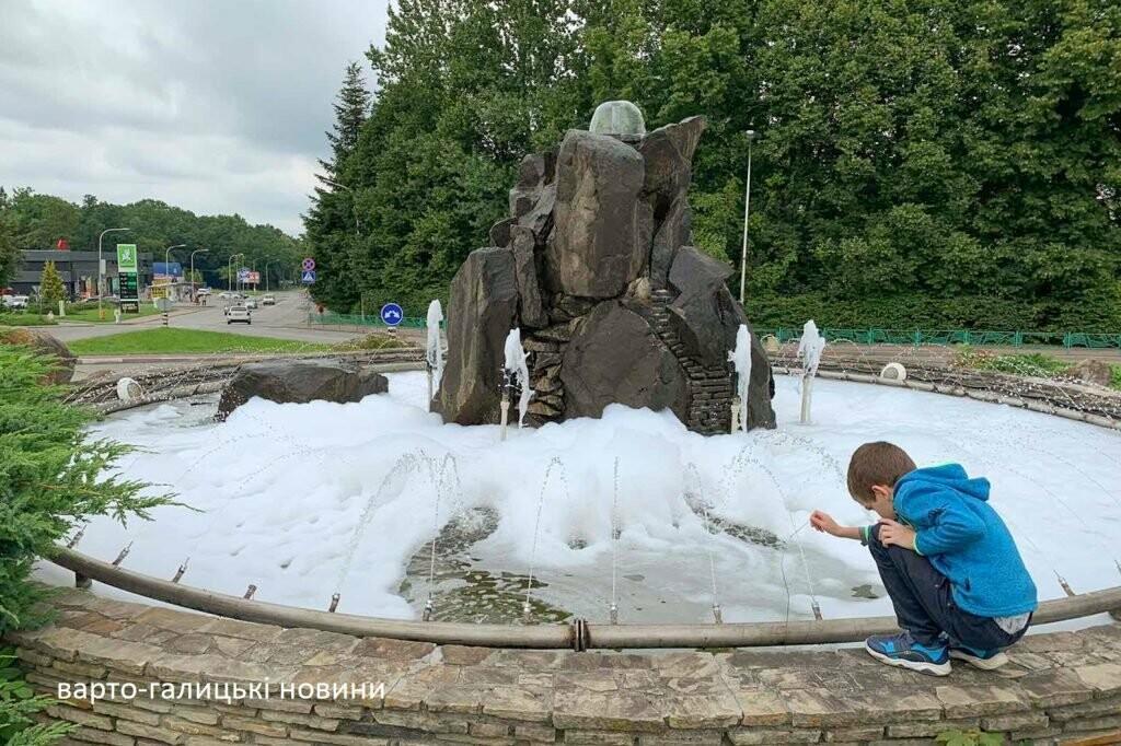 Фонтан у Трускавці перетворили в пінне джакузі, фото-2
