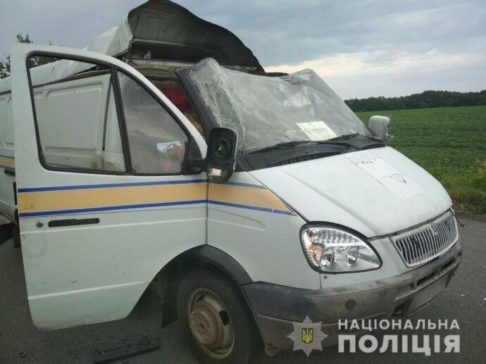 """Невідомі підірвали автомобіль """"Укрпошти"""" і викрали 2,5 млн грн, фото-1"""