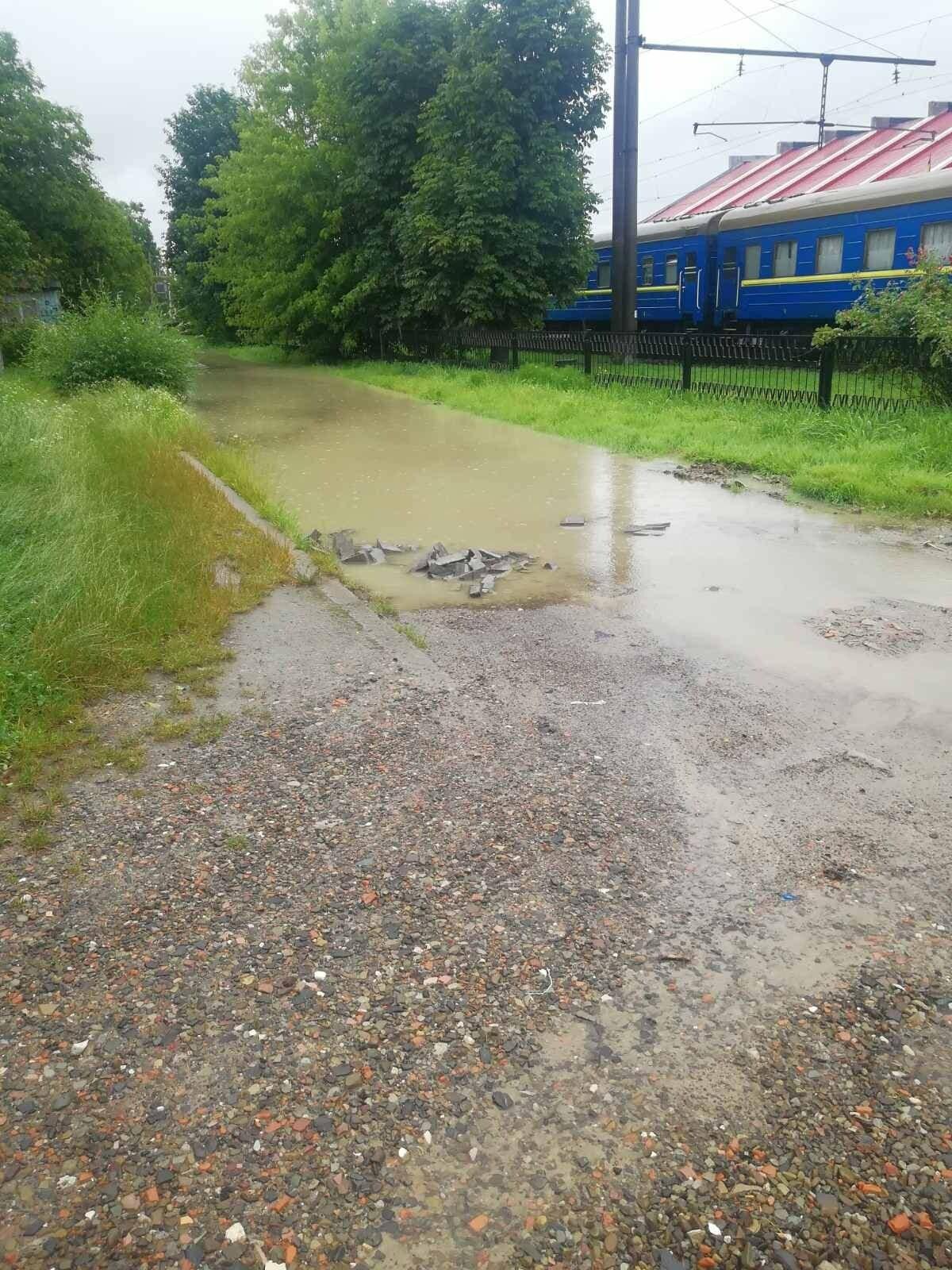 На вулиці Крушельницької прорвало водопровід (ФОТО), фото-2