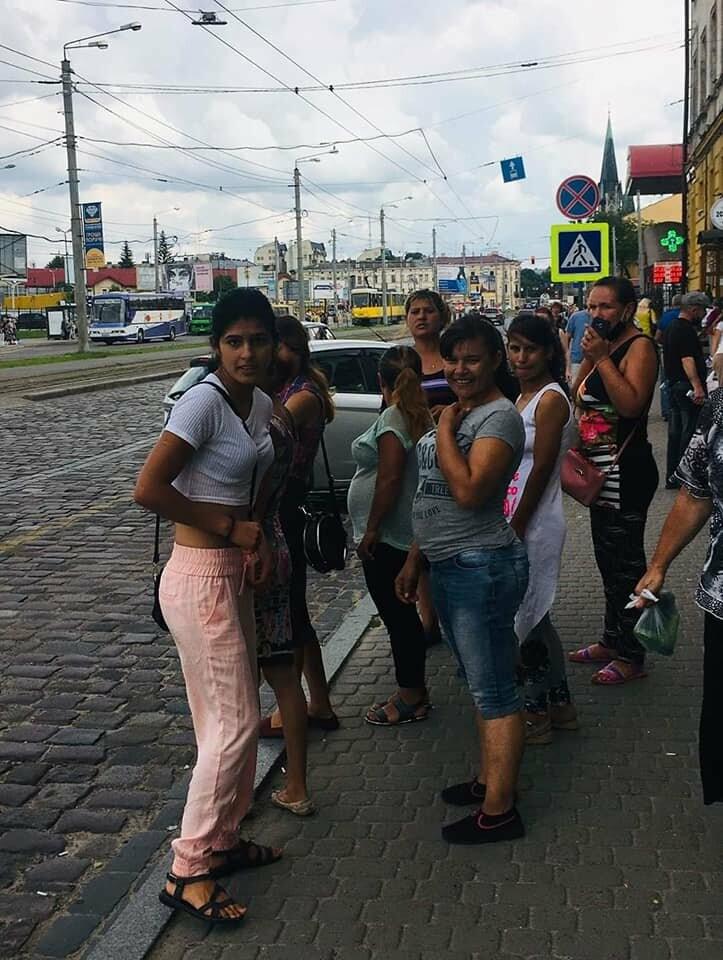 Facebook видалив пост жінки, яку побили роми у Львові біля ринку, фото-2