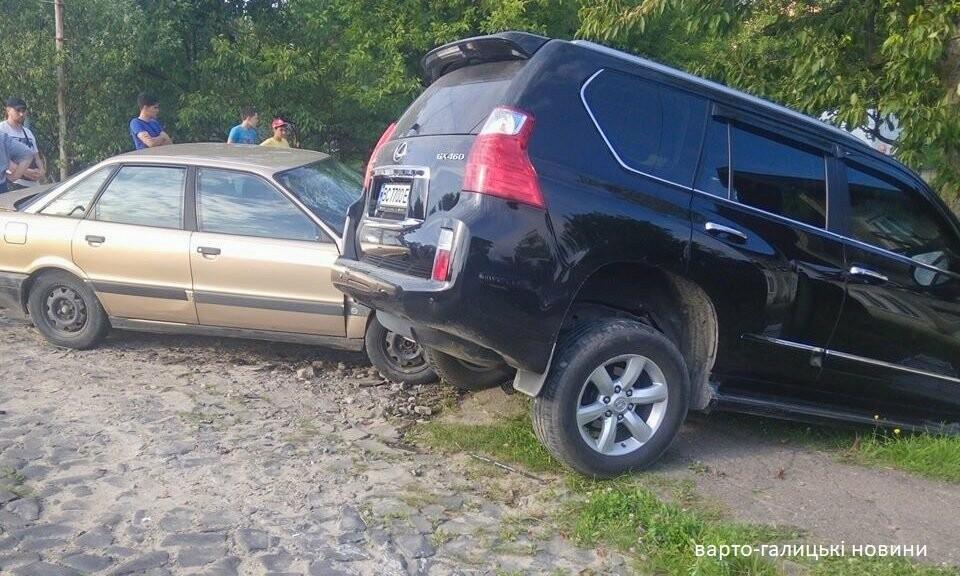 У Стебнику ДТП, - Lexus влетів на приватне подвір'я, фото-1