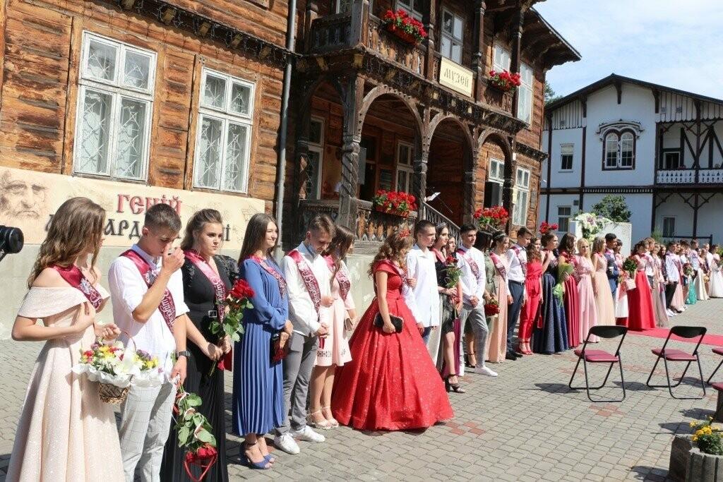 Трускавецькі школи попрощались з випускниками, фото-1