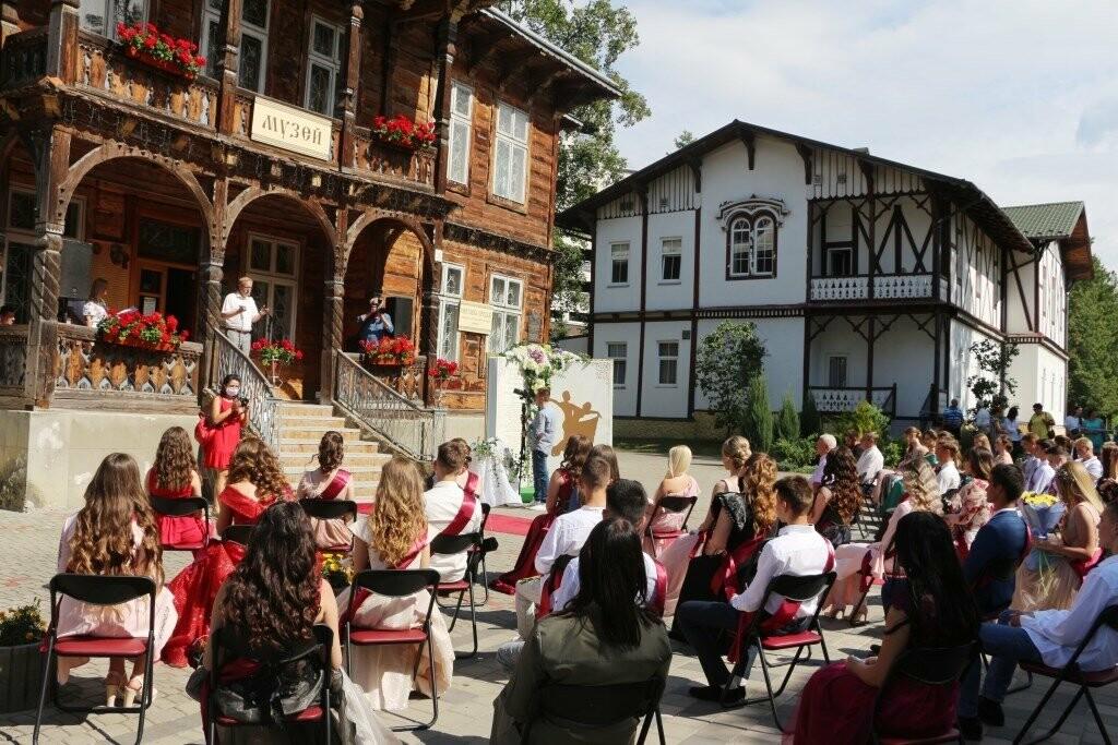 Трускавецькі школи попрощались з випускниками, фото-2
