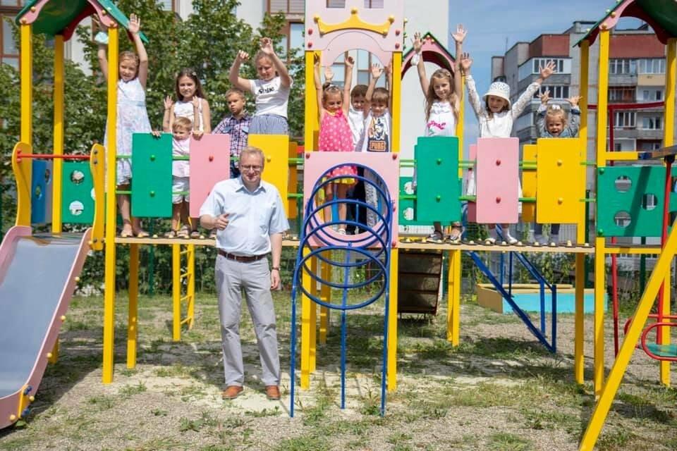 На території церкви Іллі встановили дитячий майданчик, фото-4
