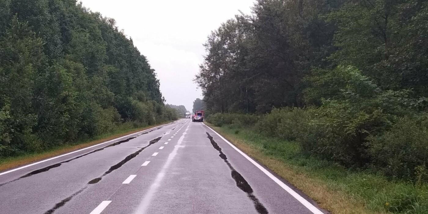 На трасі Дрогобич-Стрий вилетіла в кювет фура з діоксидом вуглецю, фото-3, 03247.com.ua