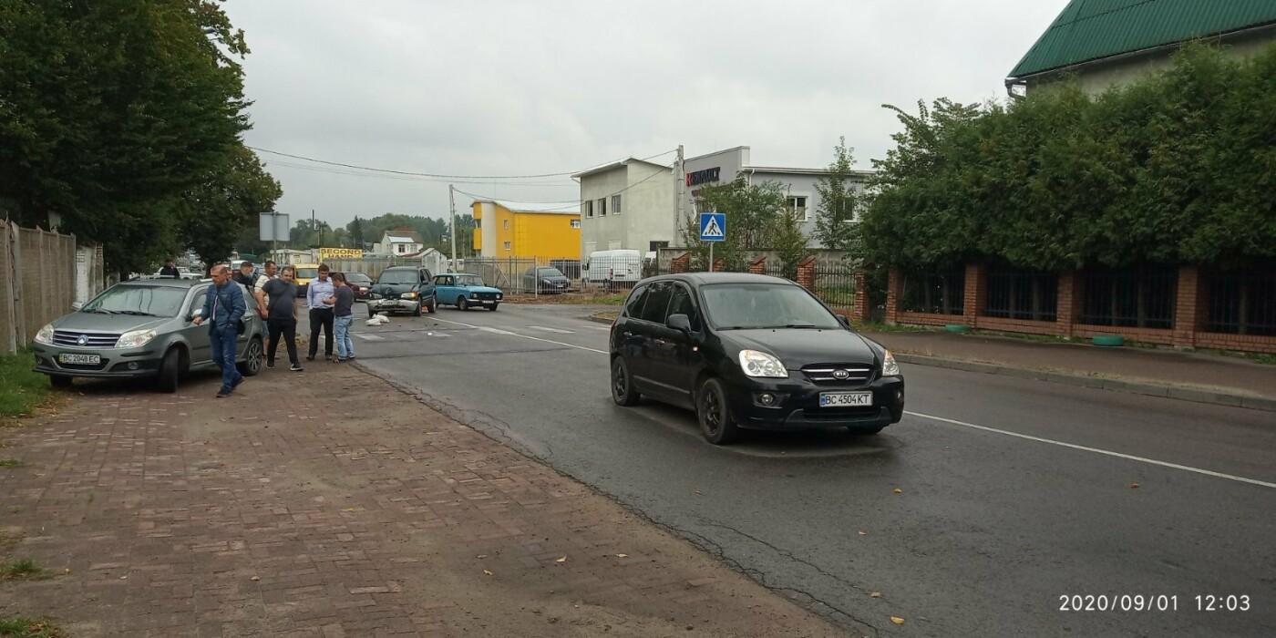 Ранкове ДТП у Дрогобичі на вулиці Трускавецькій, фото-1