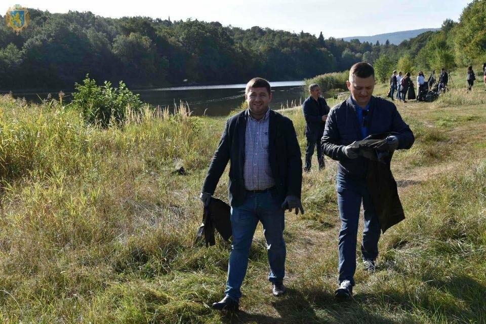 Як посадовці з Києва та Львова прибирали Трускавецьке озеро, фото-2