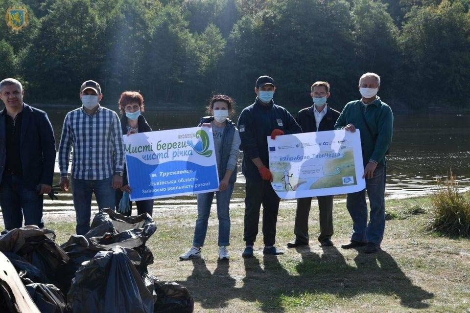 Як посадовці з Києва та Львова прибирали Трускавецьке озеро, фото-4