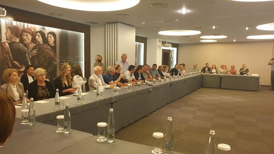 У Трускавці засідав Клуб готельєрів та рестораторів: підписали меморандум та нагородили представників курортної галузі, фото-1