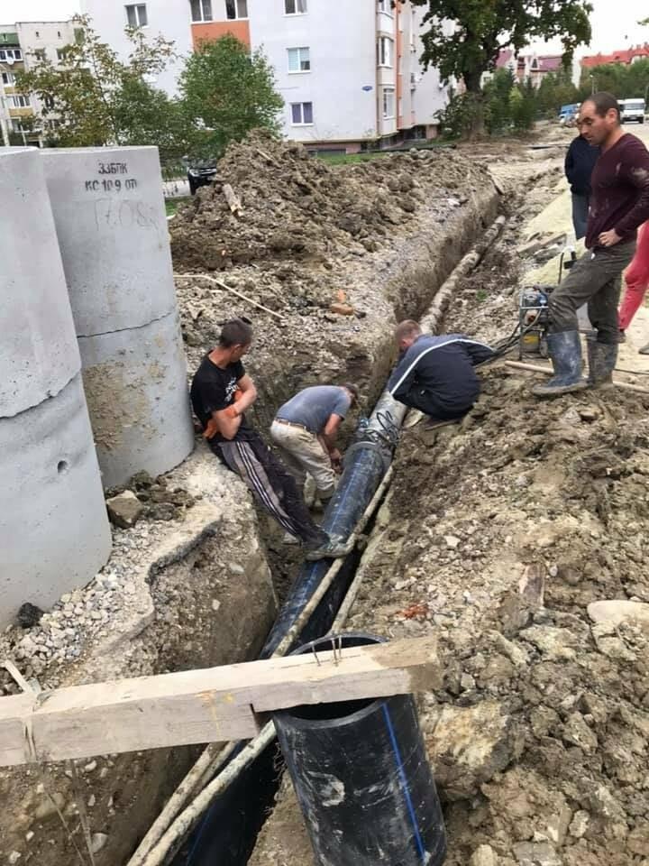 Другий день без води: на Скоропадського тривають роботи з підключення нового водогону, фото-1