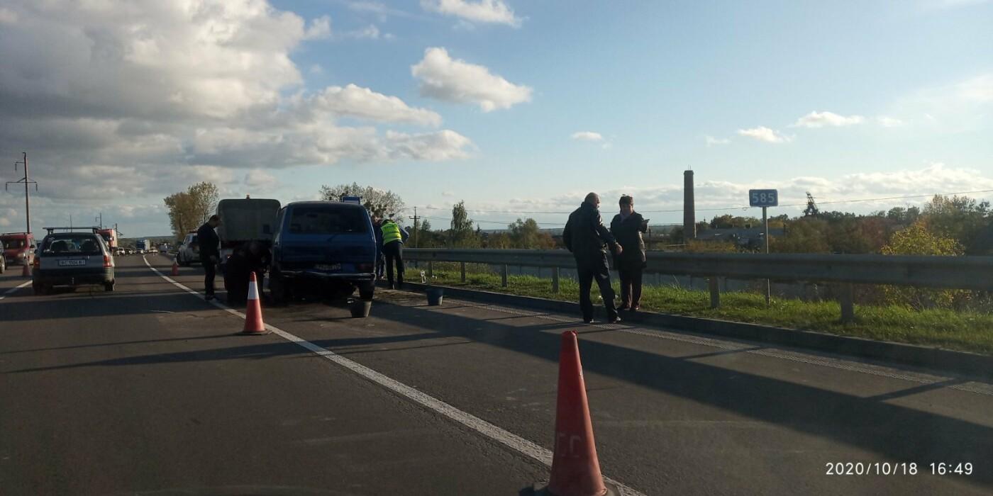 У Розвадові на трасі Київ-Чоп зіткнулись легковик та мікроавтобус, фото-4