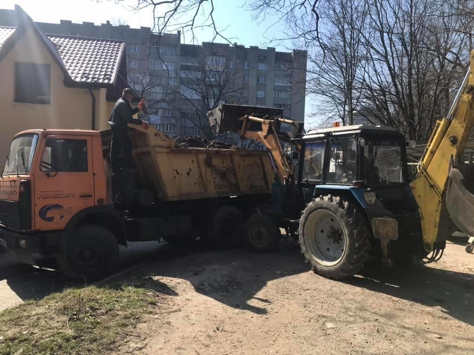 У Трускавці ліквідовують стихійне сміттєзвалище, фото-4, Фото - сторінка у Facebook Андрій Кульчинський