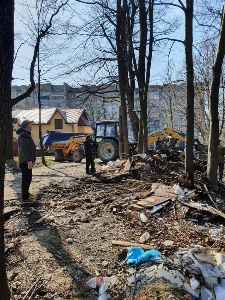 У Трускавці ліквідовують стихійне сміттєзвалище, фото-3, Фото - сторінка у Facebook Андрій Кульчинський