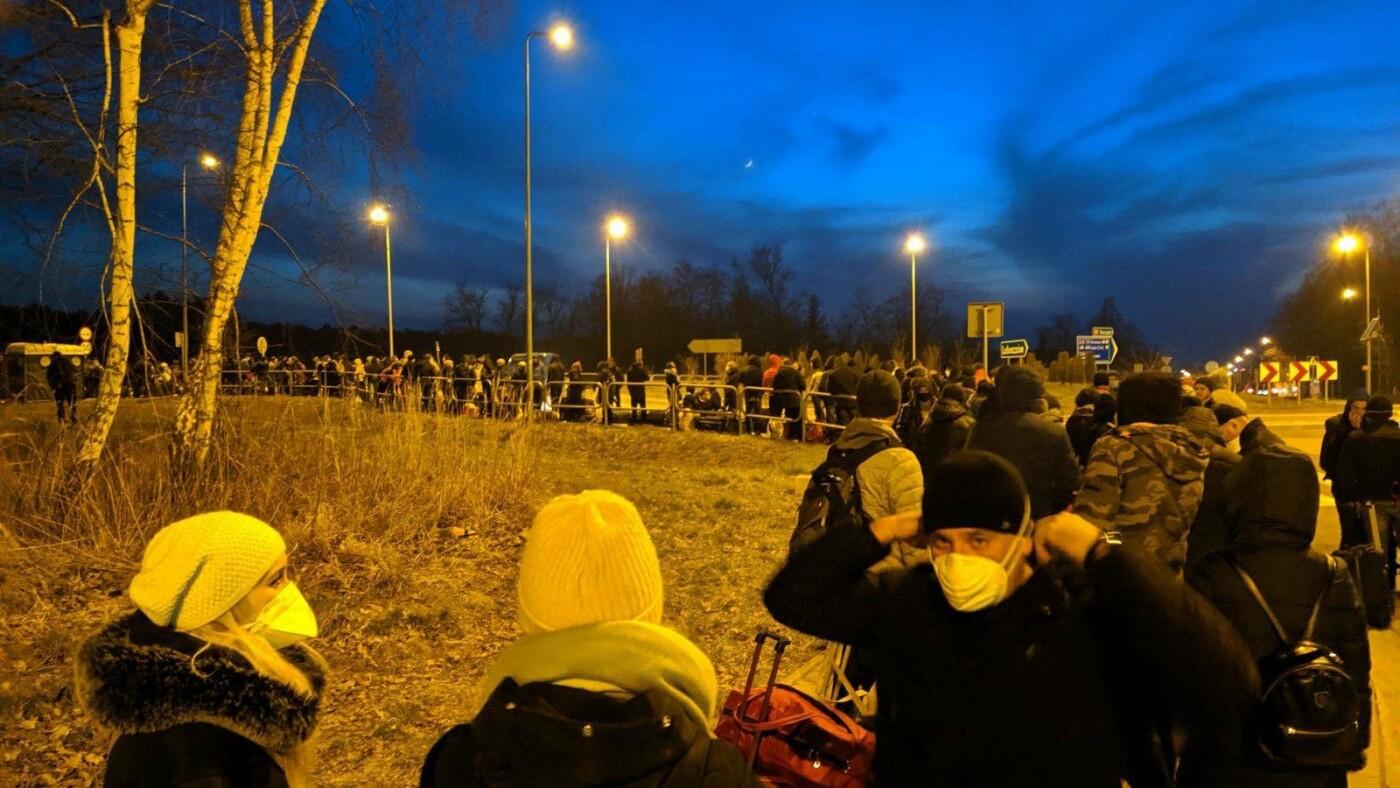 Сотні українців застрягли на кордоні з Польщею , фото-1, Фото - varta1