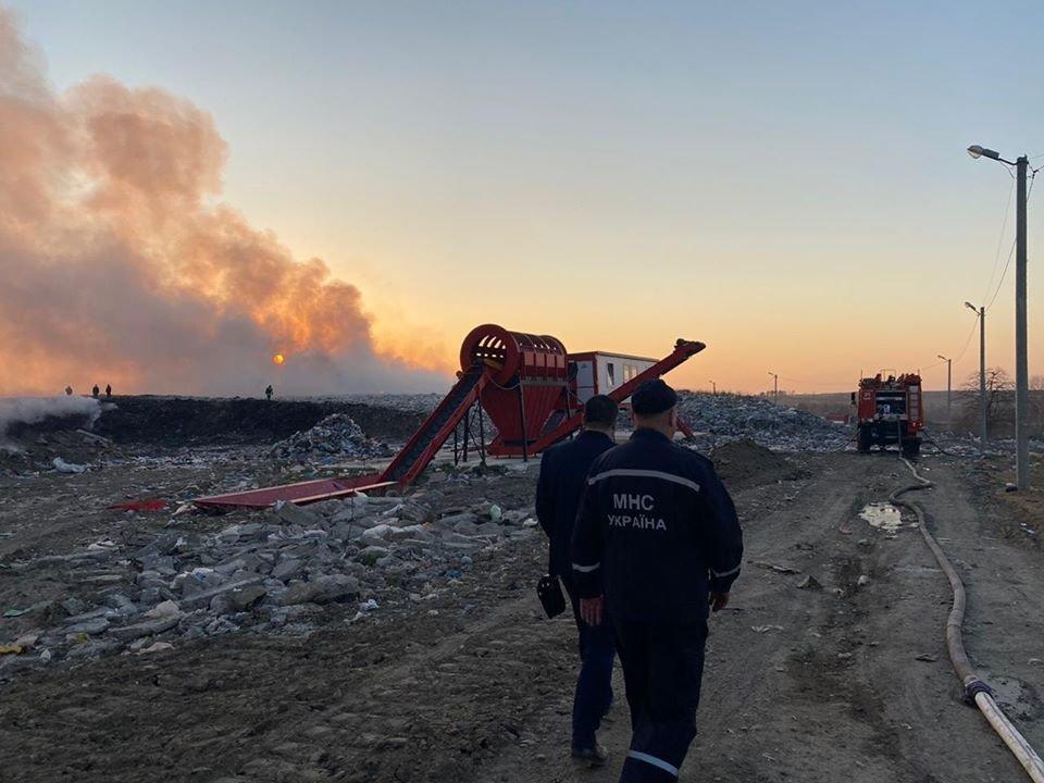 Спалахнула масштабна пожежа на Новояворівському сміттєзвалищі, фото-3, Фото - Юрій Холод