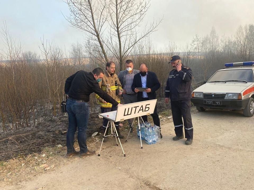 Спалахнула масштабна пожежа на Новояворівському сміттєзвалищі, фото-4, Фото - Юрій Холод