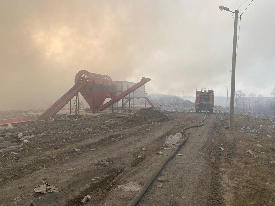 Спалахнула масштабна пожежа на Новояворівському сміттєзвалищі, фото-2, Фото - Юрій Холод