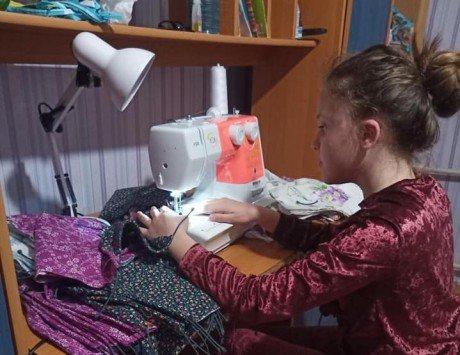 11-річна школярка шиє медичні маски: вже безкоштовно роздала 2000 екземплярів , фото-1, Фото - Yulia Ponomarenko