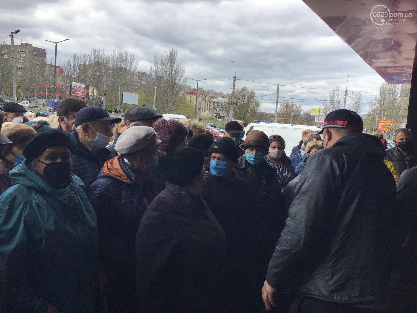 Маріупольці знехтували карантином й заради знижок штурмували супермаркет. ФОТО, фото-2, 0629.com.ua