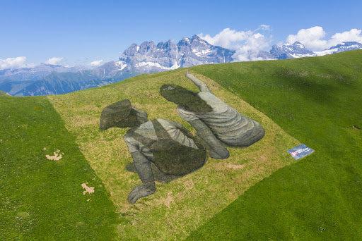 Художник малює біоматеріалом картини площею 3000 кв. м.  Фото вражають, фото-10, Гійом Легро