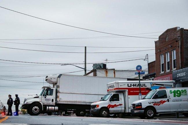 Скандал в Нью-Йорку: у вантажівках знайшли тіла загиблих від коронавірусу. Відео, фото-1