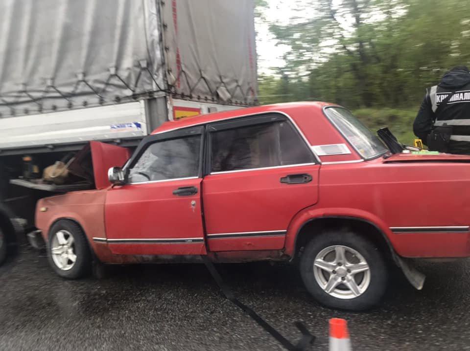 На об'їзній Стрия ДТП - автівка заїхала під фуру. В авто була вагітна жінка, фото-1, фото - Ігор Зінкевич
