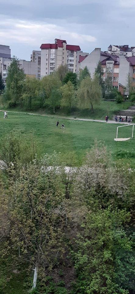 Як дотримуються карантину в Трускавці? Фото стадіону біля школи №3, фото-2, фото - Валерія Гук