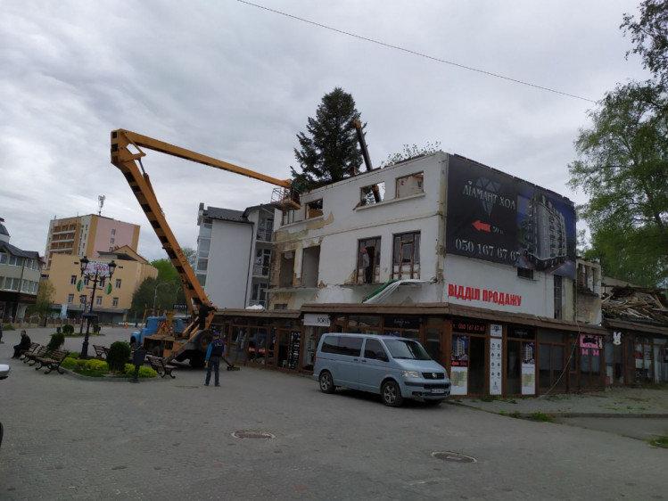 У центрі Трускавця розбирали старий аварійний будинок, фото-2, фото - lviv.depo.ua
