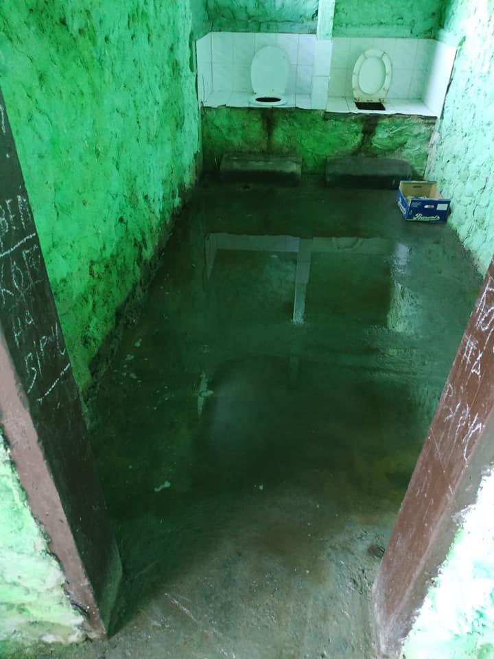 Жах у бориславському туалеті. Бери та й пливи , фото-2, фото - Yurii Dovganytch
