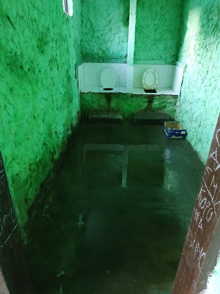 Жах у бориславському туалеті. Бери та й пливи , фото-1, фото - Yurii Dovganytch