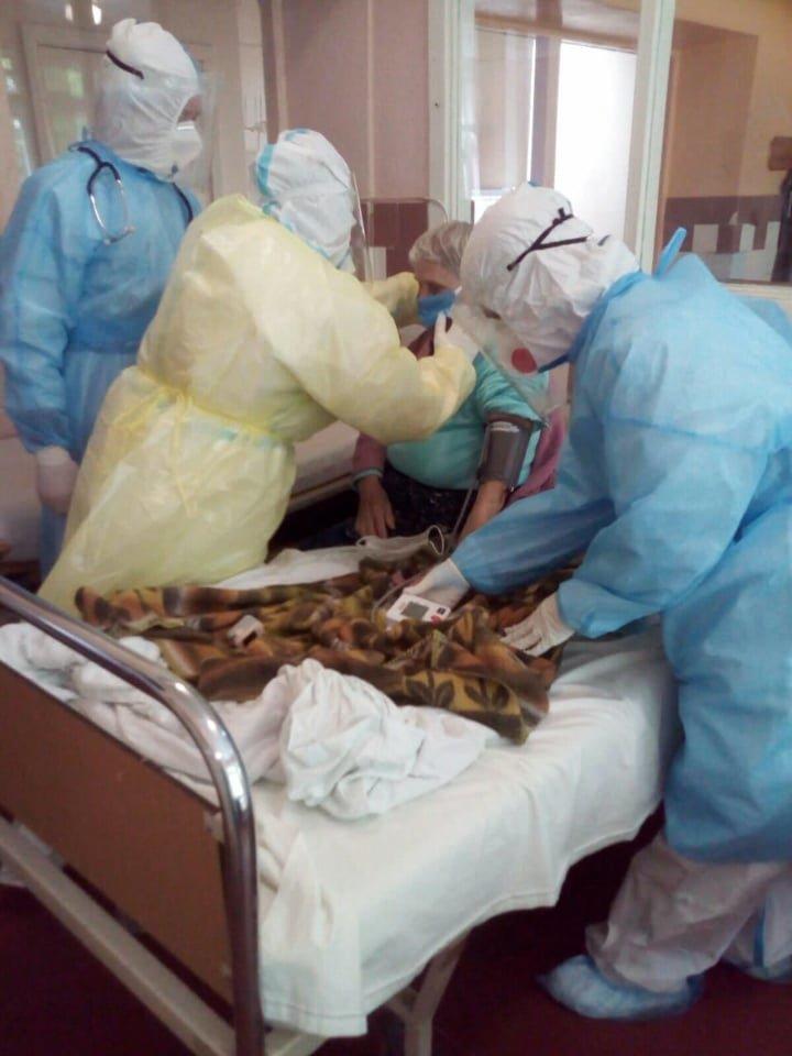 Фото з відділень Стебницької лікарні, де перебувають хворі на коронавірус, фото-3, фото - Дрогобицька міськрада