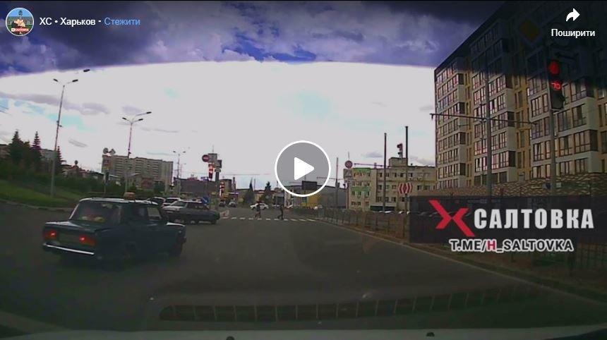 Супергеройський порятунок: чоловік наздогнав і зупинив авто, водій якого знепритомнів, фото-1