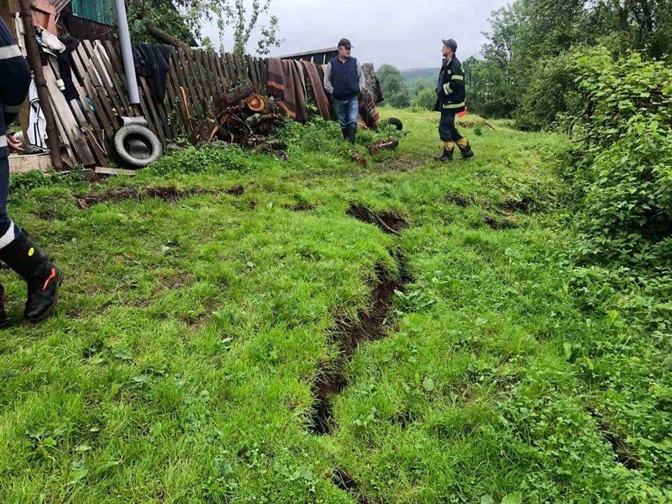 У селі на Дрогобиччині є загроза зсуву житлового будинку (Фото), фото-1
