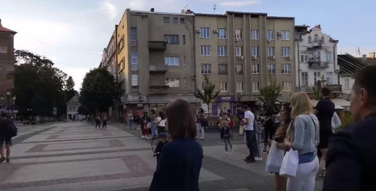 Дрогобич оживає: відео з міської площі, фото-1