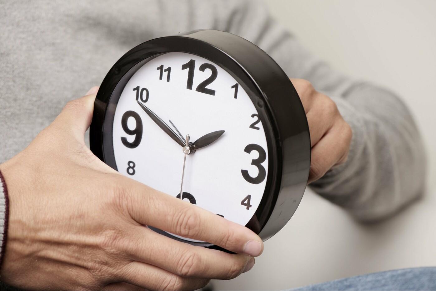 Сьогодні в Україні перевели годинник - як дізнатися точний час, фото-1