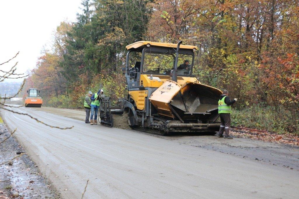 В Доброгостові починають нанесення асфальтного покриття на важливій дорозі, фото-2, Фото: Трускавецька міська рада